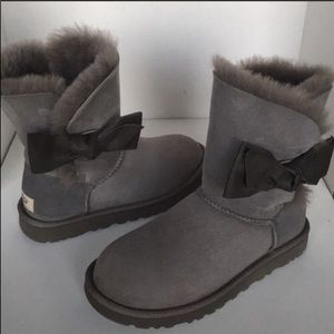 🥰New Ugg Daelyn Leather Gray Bow Suede Boot sz 6